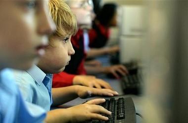 МОН пропонує змінити правила використання техніки у школах